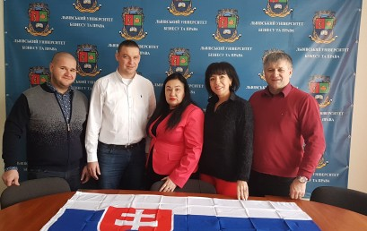 """Сьогодні відбувся круглий стіл на тему: """"Міжнародні зв'язки та співпраця України і Словаччини в умовах євроінтеграції""""."""